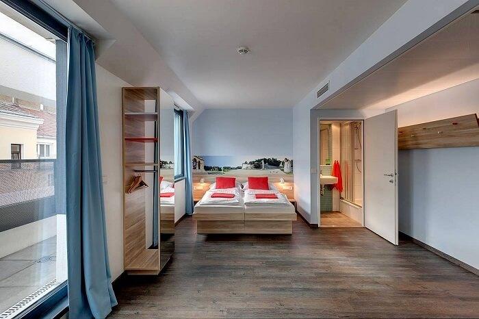 neiniger hotel room