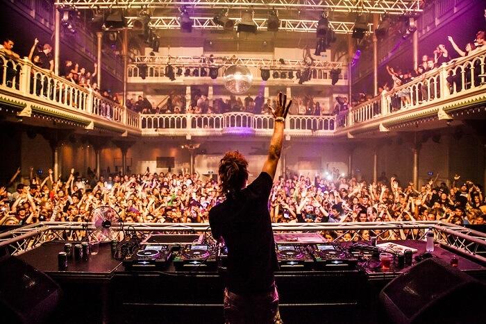 Go clubbing & bar hopping in Amsterdam