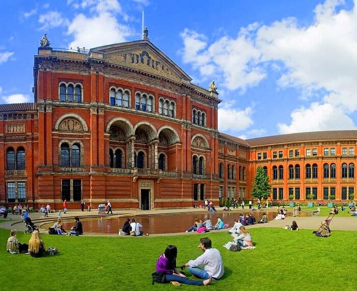 Albert Victoria Museum London