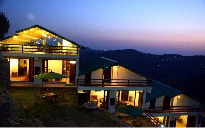 A view of Woodsmoke Resort in Shogi at sunset