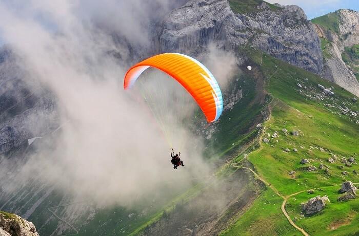 Paragliding in Naukuchiatal