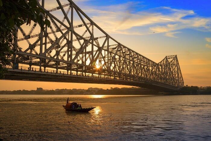 Get Romantic Near The Howrah Bridge