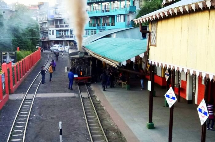 toy train ride in darjeeling