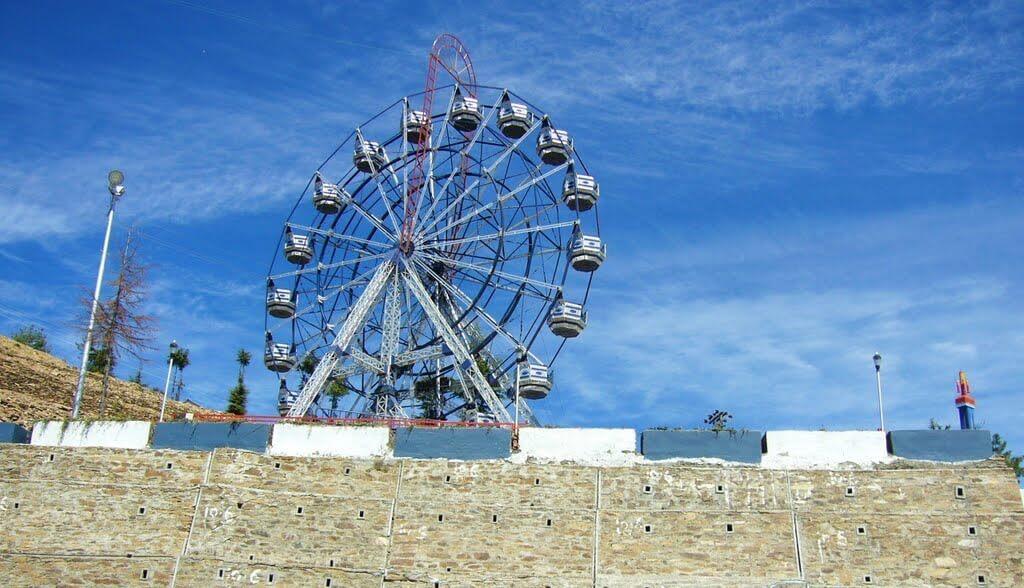 a giant ride in a fun park in Kufri