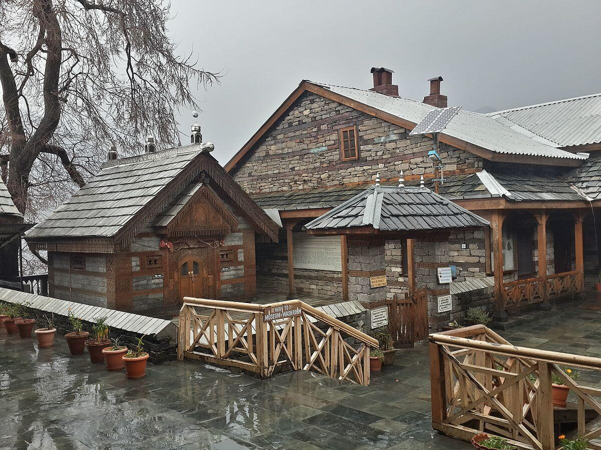 wooden houses in Naggar Village