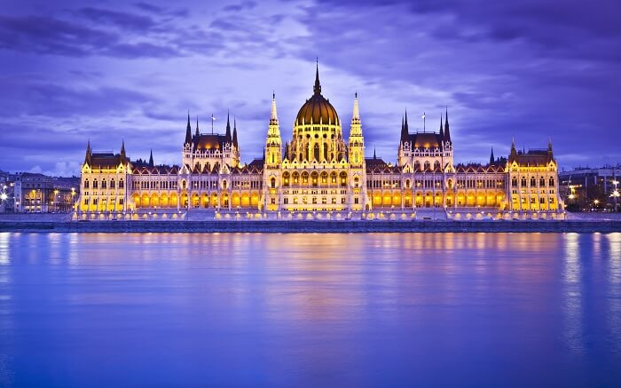 The gorgeous Hungry parliament at night