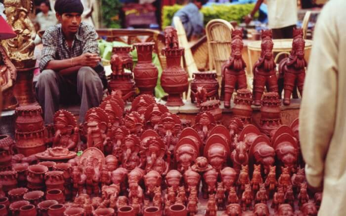 A potter show in INA market in Delhi