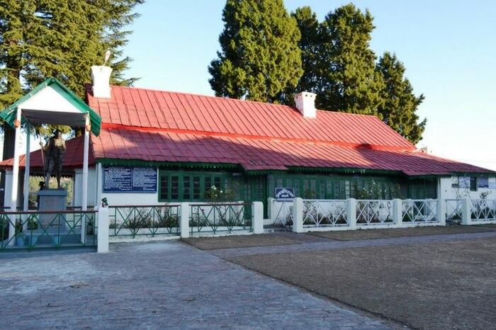 Front view of Anaskti Ashram in Kausani