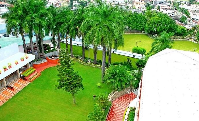 lawn in hotel madhuban