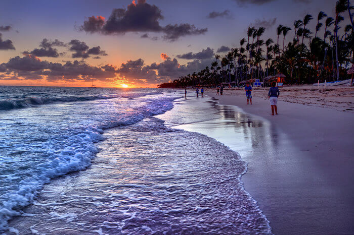 sea waves on beach while people see