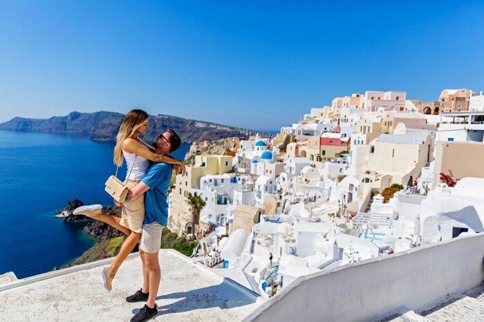 couple proposing in santorini