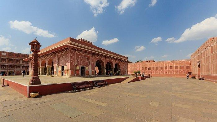 1200px-Jaipur_03-2016_24_City_Palace_complex