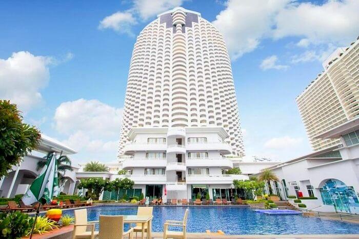 Front view of D'Varee Jomtien Beach Hotel Pattaya