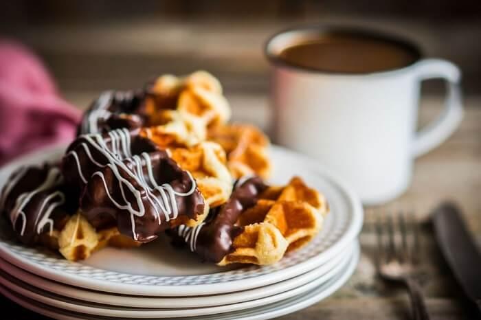 enjoy waffles at Di Ghent Cafe