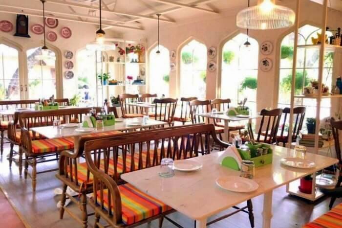 go on a romantic date at Diggin, Chanakyapuri