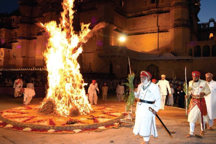 the king of Udaipur watching holika dahan