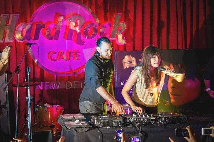 watch live band performances at Hard Rock Cafe, Saket