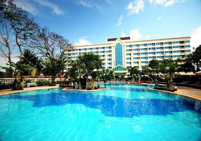 Swimmin pool at Jomtien Garden Hotel Pattaya