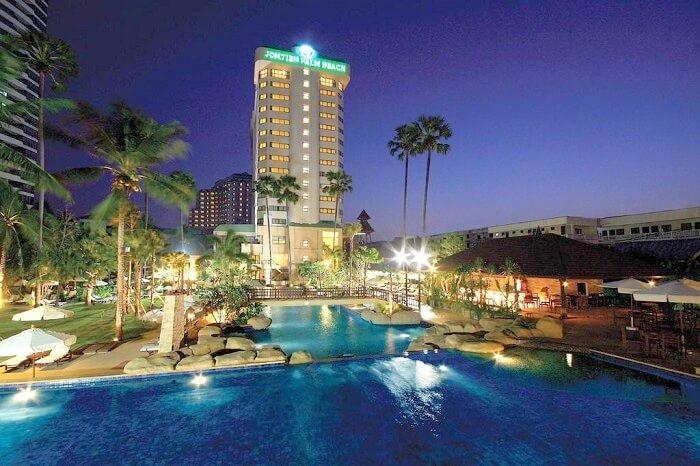 front view of Jomtien Palm Beach Hotel Pattaya