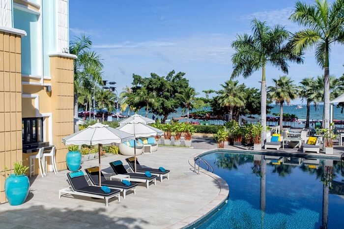 Swimming pool at Wave Hotel Pattaya