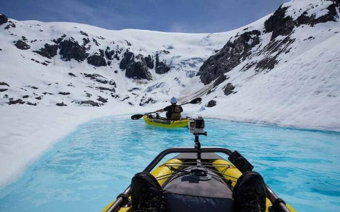 acj-kayak-in-canada-glacier (3)