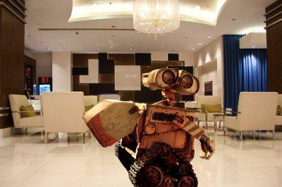 henn na hotel japan wall e robot