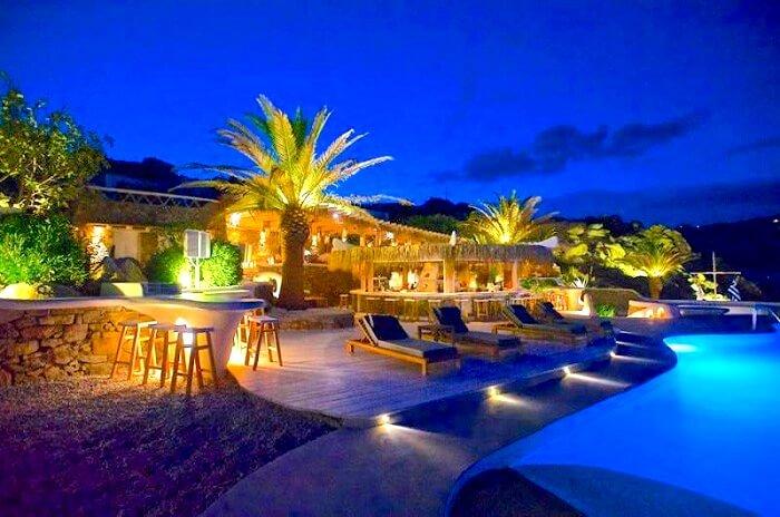 Jackie O Beach bar in mykonos Greece