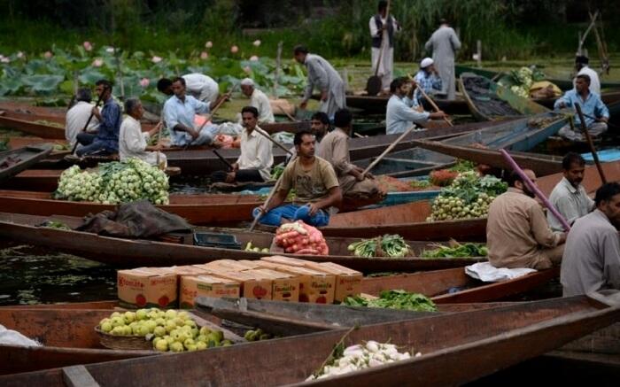 acj-0502-floating-market-kolkata (2)