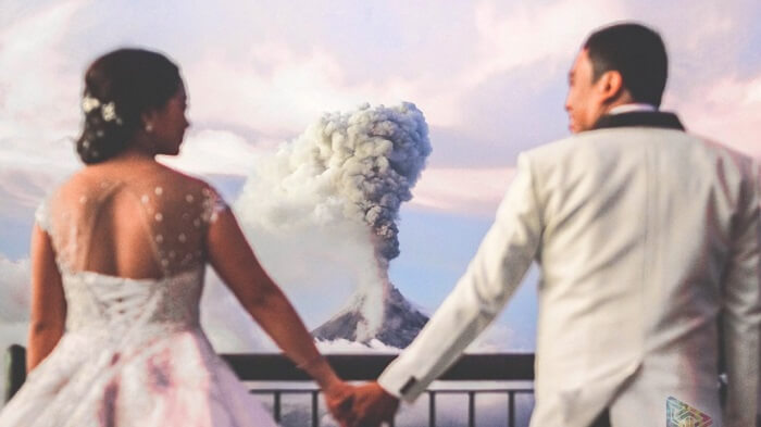 Volcano erupts during wedding photo shoot in phillipines