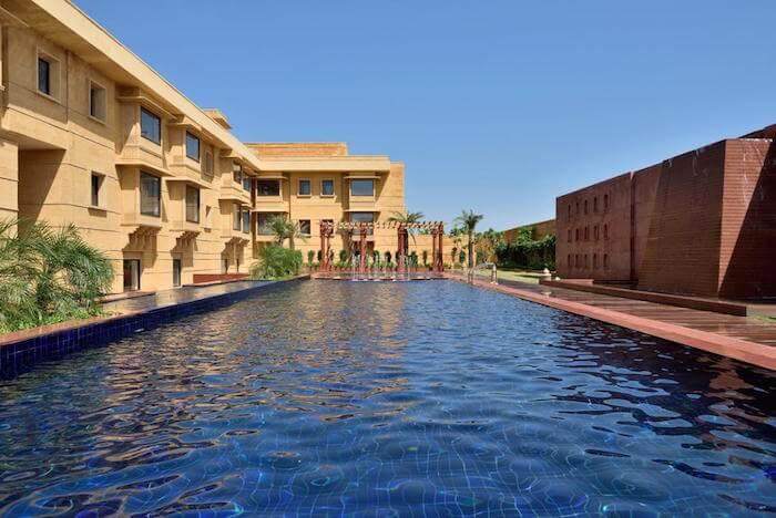outdoor pool of marriott