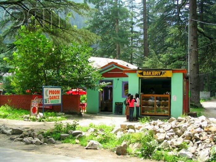 moondance cafe in kasol