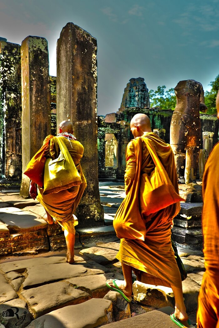 angkor wat monks