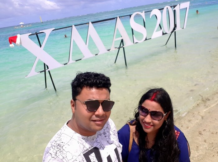 Himanshu honeymoon trip to Mauritius: christmas decor at beach