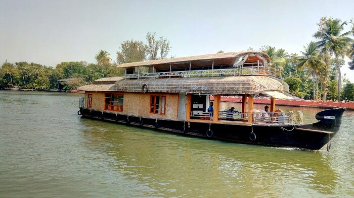 houseboat stay in alleppey