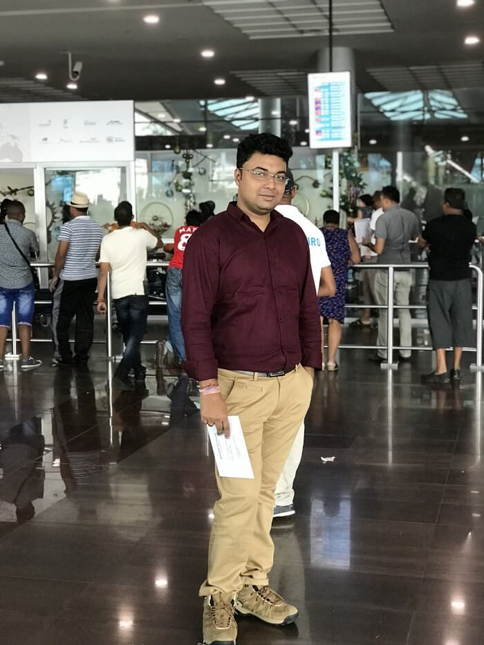 Himanshu honeymoon trip to Mauritius: at airport