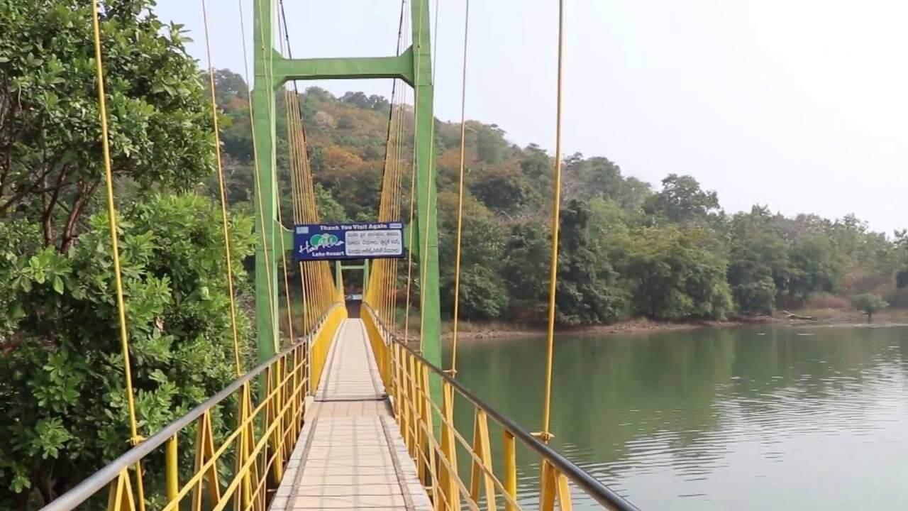 bridge over Laknavaram Lake