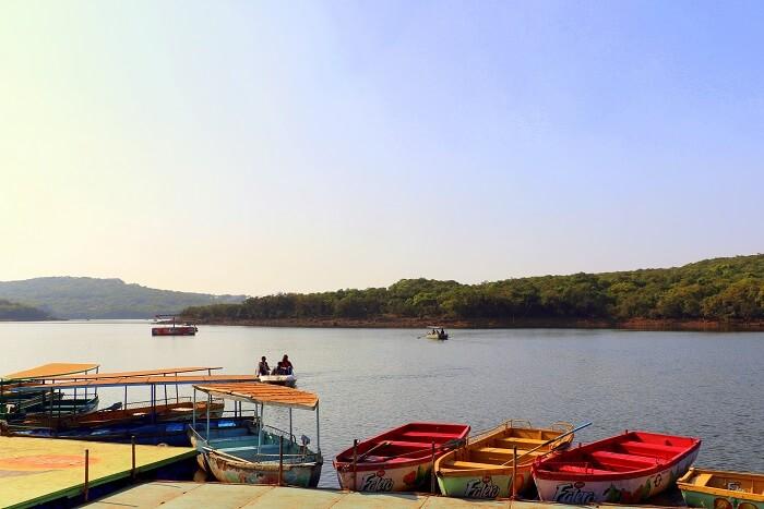 Ride a shikara over the beautiful Venna Lake