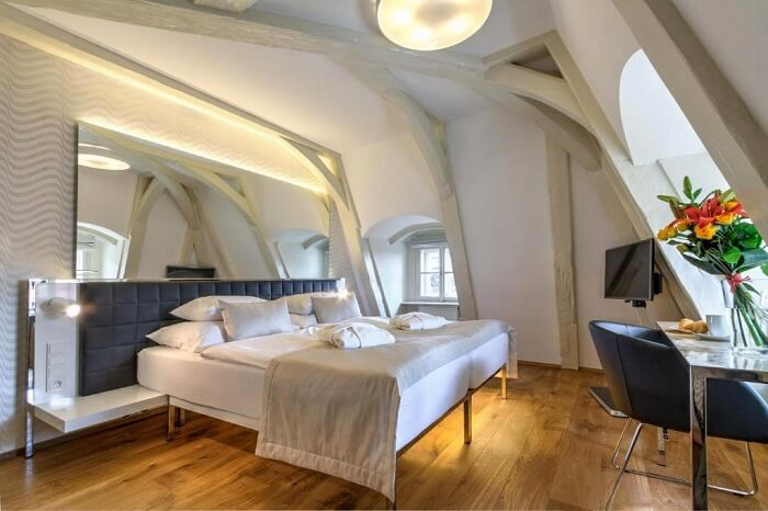 room in golden star