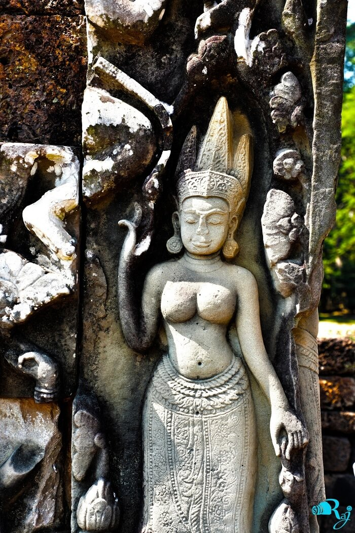 sculptures angkor wat temple
