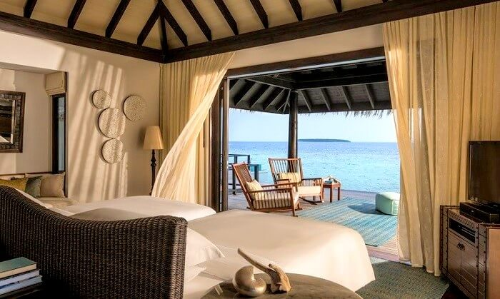 Bedroom of Anantara Kihavah Maldives Villas