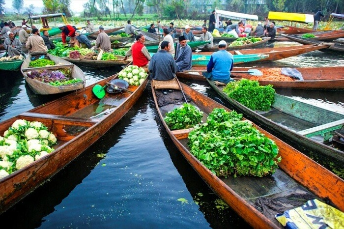 Floating market In Srinagar