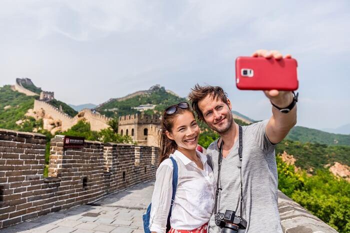 couple at great wall of china