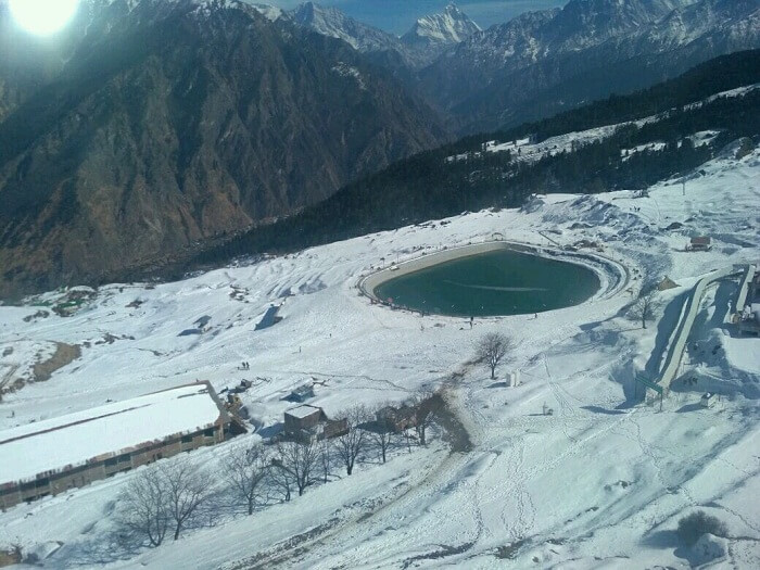 lake in auli