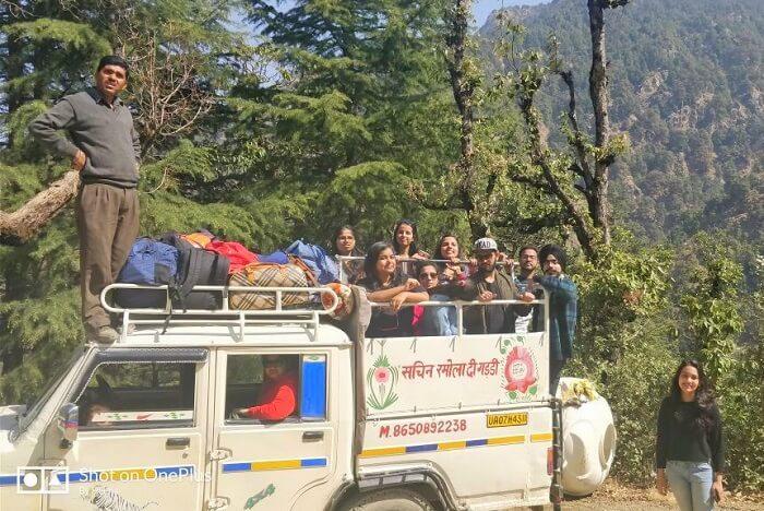 priha dhanaulti weekend trip: travelers in truck