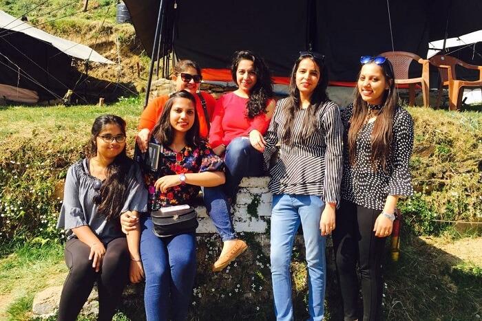 priha dhanaulti weekend trip: group of girls
