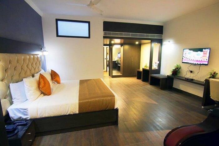 stay at Mango Hotels jammu