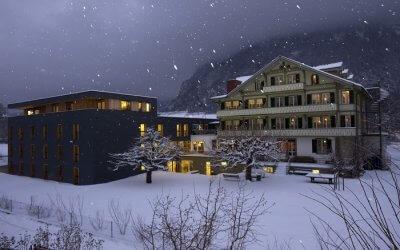 A view of Backpackers Villa Sonnenhof in Interlaken on a snowy day