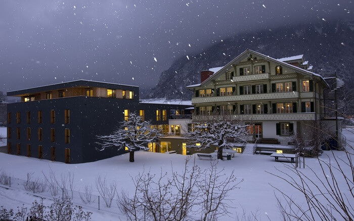 A view of Backpackers Villa Sonnenhof in Interlaken on a snowy day