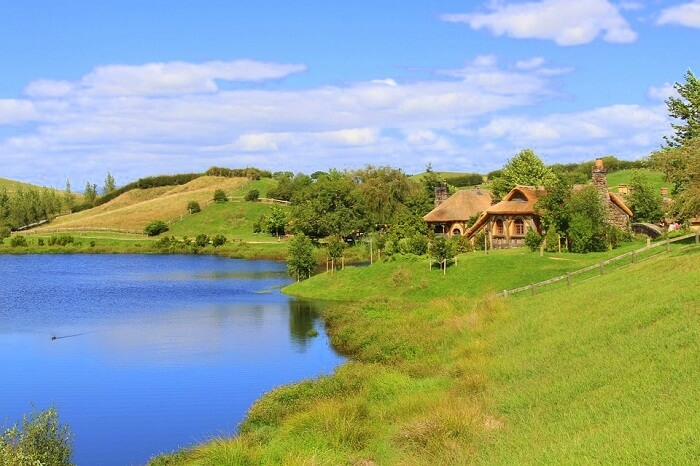 A hobbiton house near the lake
