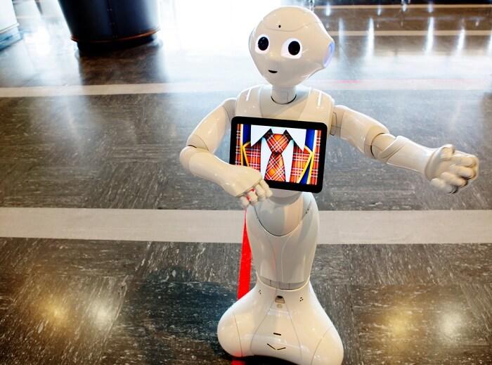 a robot an ariport